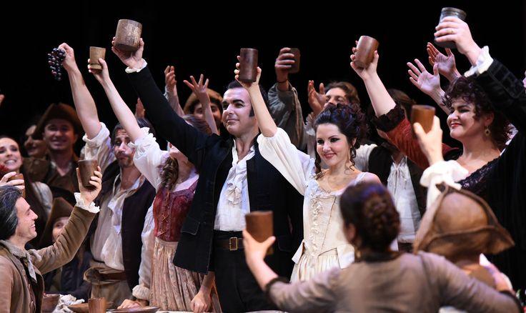 SImon Orfila (Figaro), Laura Giordano (Susanna), Marigona Qerkezi (Marcellina), Coro del Teatro Regio di Parma - foto di Roberto Ricci