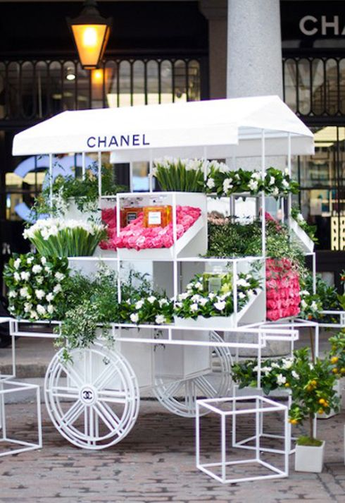 Chanel's Great promo. A pop up Flower stall! A bouquet of flower given with every Chanel perfume purchase.