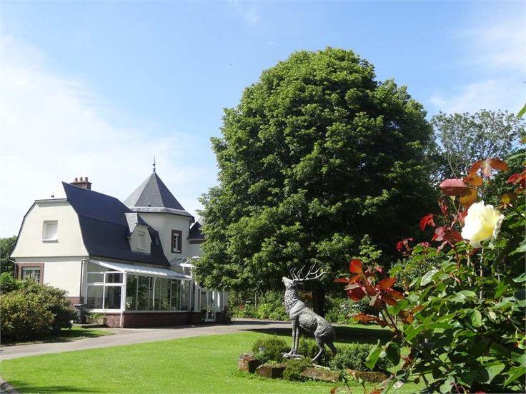 Au coeur d'un magnifique terrain de 8.6 ha, tombez sous le charme de cette magnifique propriété à vendre chez Capifrance à Fecamp.    Plus de 250 m² habitables, 15 pièces, 9 chambres.     Plus d'infos > Isabelle Hebert, conseillère immobilier Capifrance