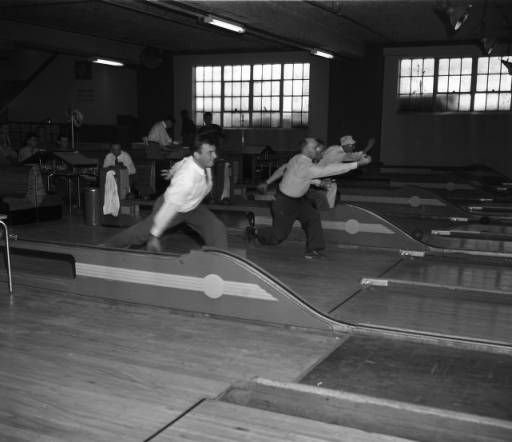 Bowlers at Blick's Bowling Center, 1949. AJCN038-043a, Atlanta Journal-Constitution Photographic Archives. Special Collections and Archives, Georgia State University Library.