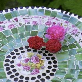 table en mosaïque fleurie pour le test