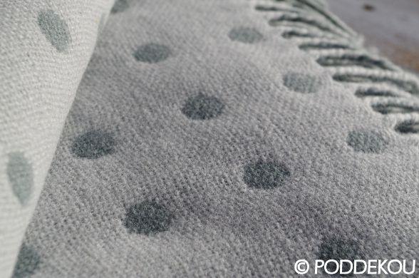 Vlnena deka aqua bodkovaná