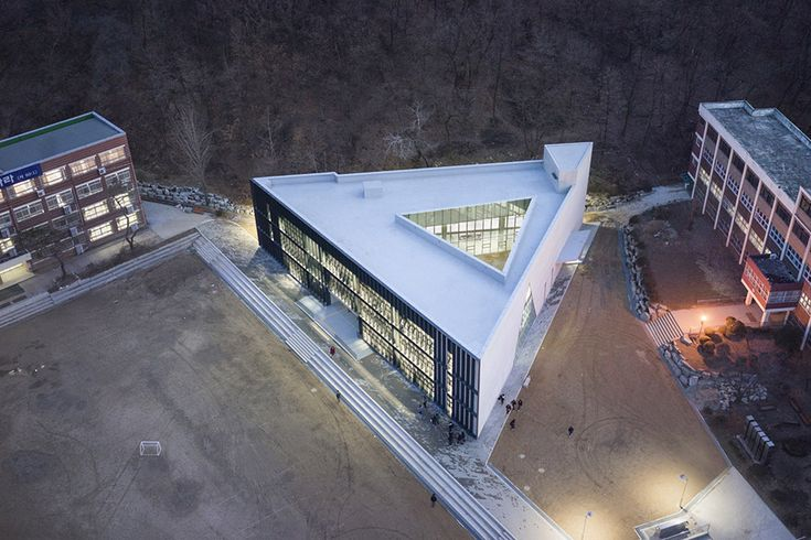 DH Triangle School / NAMELESS Architecture - 谷德设计网