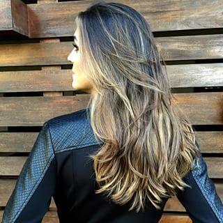 Este é o corte perfeito para você que quer um pouco de movimento.   15 cortes de cabelos longos pra quem quer só tirar as pontinhas