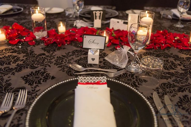Wedding reception tablescapes, Black Wedding table arrangements, Black plate with rhinestones -Tamar Valley Resort