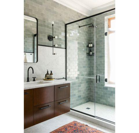 Selecionamos algumas opções para guardar toalhas e itens de higiene pessoal de acordo com o espaço disponível no banheiro