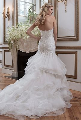 Bellethemagazine wedding dresses | Justin Alexander Collection | Floor Ivory Mermaid / Trumpet Sweetheart $$$ ($2,001-3,000)