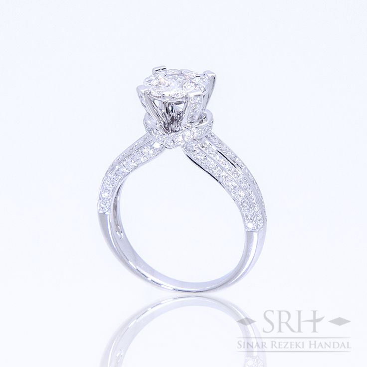 21593 18Karat White Gold Weight 5.74 gr Ring Size 14.00 0.885 Total Carat = 112 Rounds Diamond 0.270 Total Carat = 8 Rounds Diamond 0.333 Total Carat = 1 Rounds Diamond