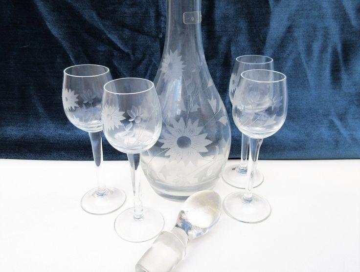 Attractive Vintage Decanter Set | Bar Set | Etched Glassware | Crystal Wine Set |  Glass Stopper | Wine Glasses