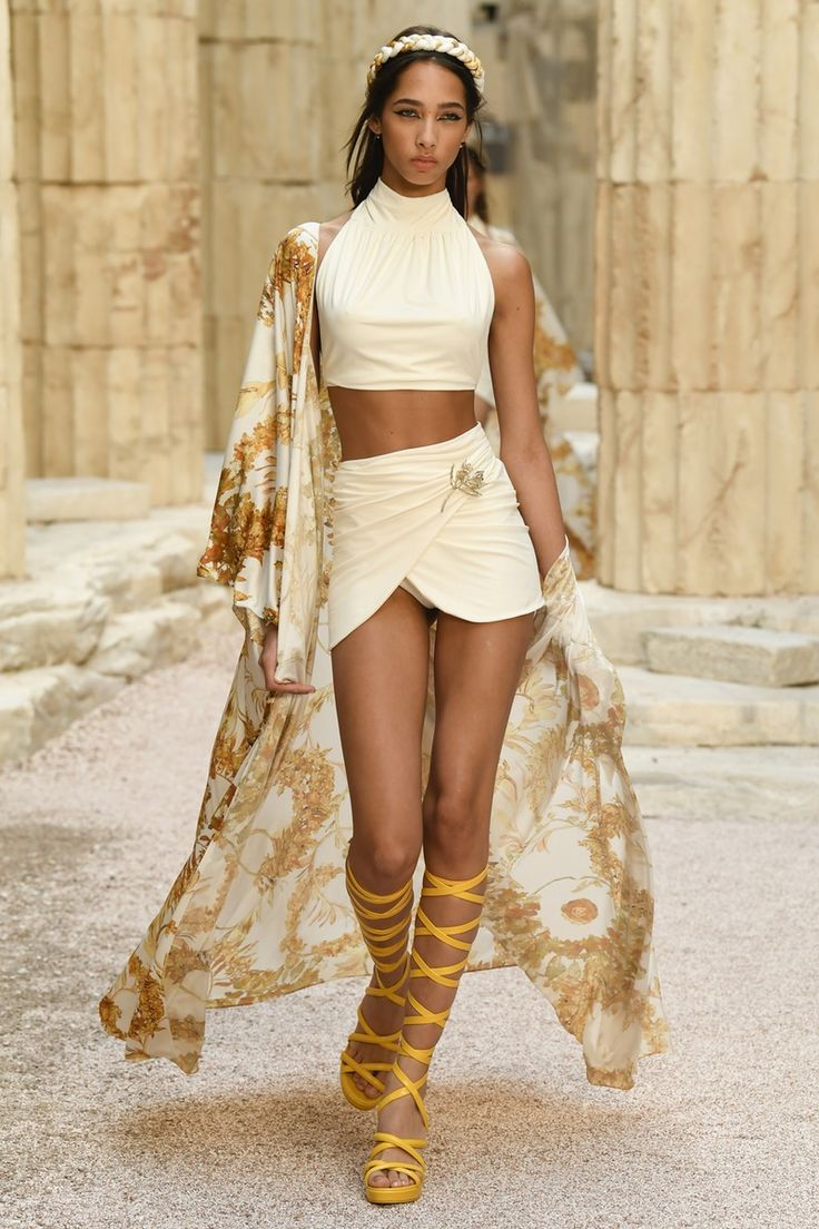 Chanel | Cruise 2018 | Look 68