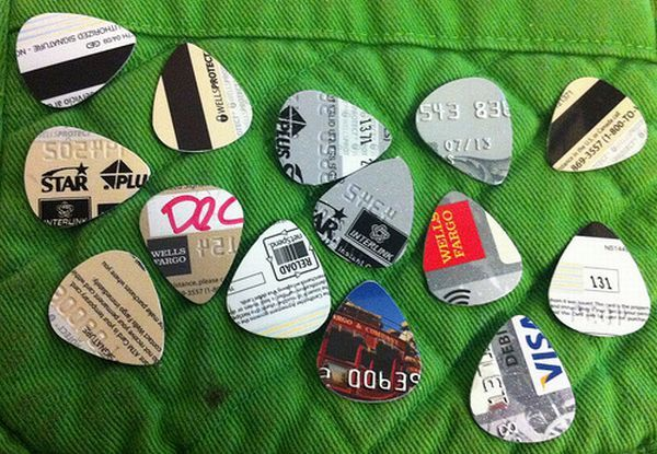 Truque do dia: crie as suas próprias palhetas de guitarra | #musica #FacaVoceMesmo #manualidades