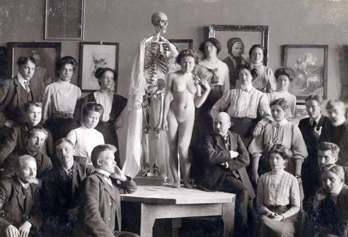 Victor Westerholm (1860-1919) with his students at Turku Drawing School in Turku Art Museum c. 1908.
