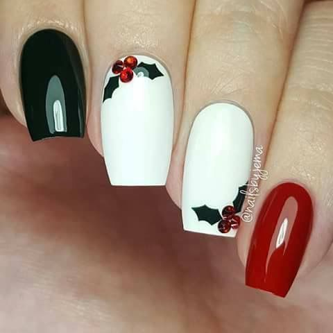 Phenomenal Christmas Nail art Designs and Ideas for 2017 https://fancytecture.com/2017/11/30/christmas-nail-art-designs-ideas-2017/ In the long run, take silver bow Christmas stickers and set them just in addition to the line wherever your nail polish ends.