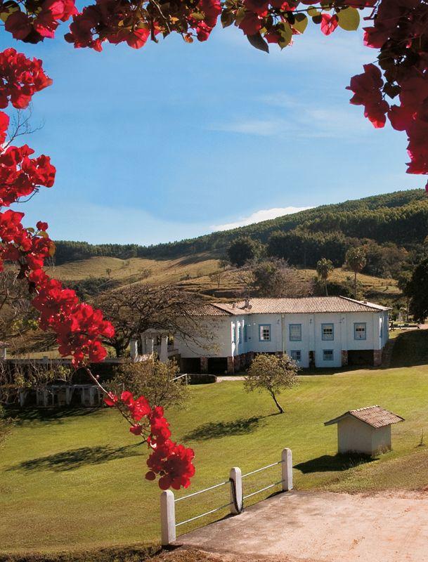 Fazenda histórica do século 17 é restaurada por Neza Cesar - Casa.com.br