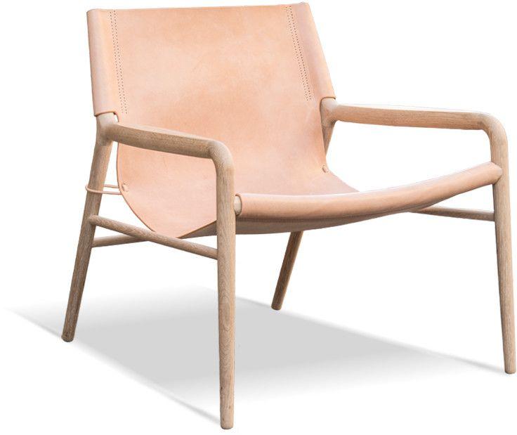 Från danska OX Design och Dennis Marquart kommer denna vackra fåtölj som utstrålar dansk enkel design. Tjockt läder av högsta kvalitet med obehandlad eller såpad ek. Läder i natur, cognac eller svart.