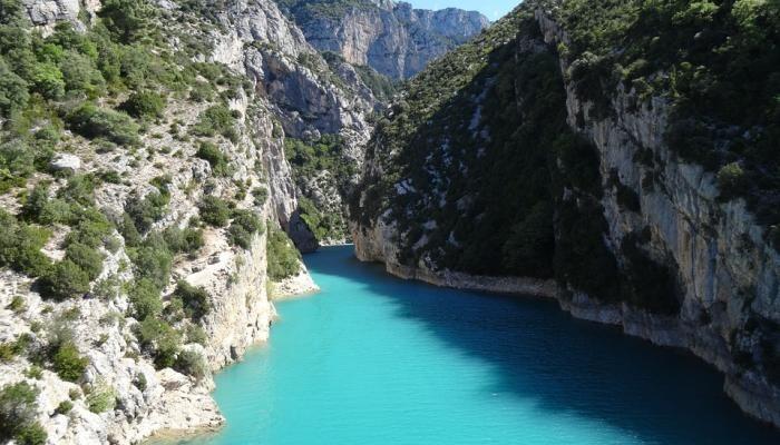 Sportlich in Südfrankreich Schnapp dir dein Kajak oder dein Schlauchboot und los geht's. Der türkise Verdon bietet optimale Voraussetzungen für Wassersportler und Aktivurlauber.