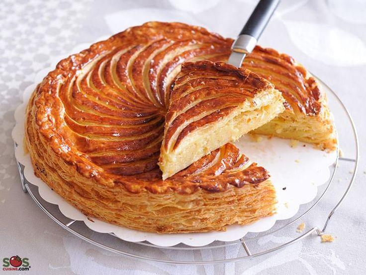 . Ce gâteau célébrant l'Épiphanie (6 janvier) est traditionnellement consommé en France quelques jours avant et après cette date. Cette version avec pâte feuilletée fourrée de frangipane (crème d'amande) est typique du nord de la France. Selon la tradition, on y glisse une fève et qui la trouve devient le roi de la journée.