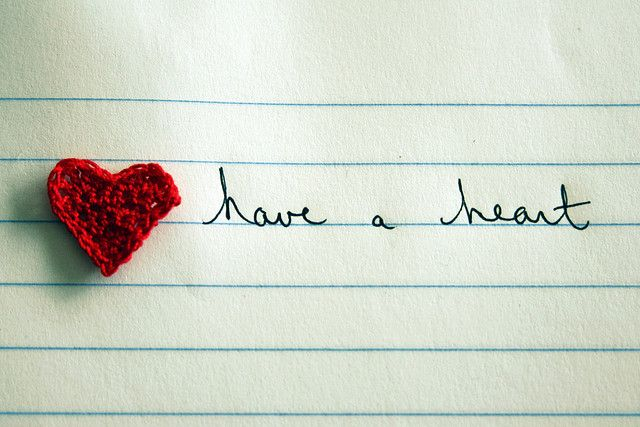 crochet heart pattern by molly dunham, via Flickr (6 min to make)