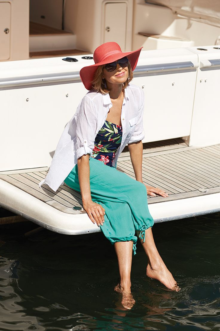 Accessorise by the sea with our great range of sunnies, hats & sandals.