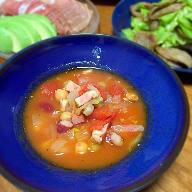 リンク先のレシピからズッキーニとキャベツ抜いた感じでーす。 - 19件のもぐもぐ - トマトと豆のスープ by lottarosie