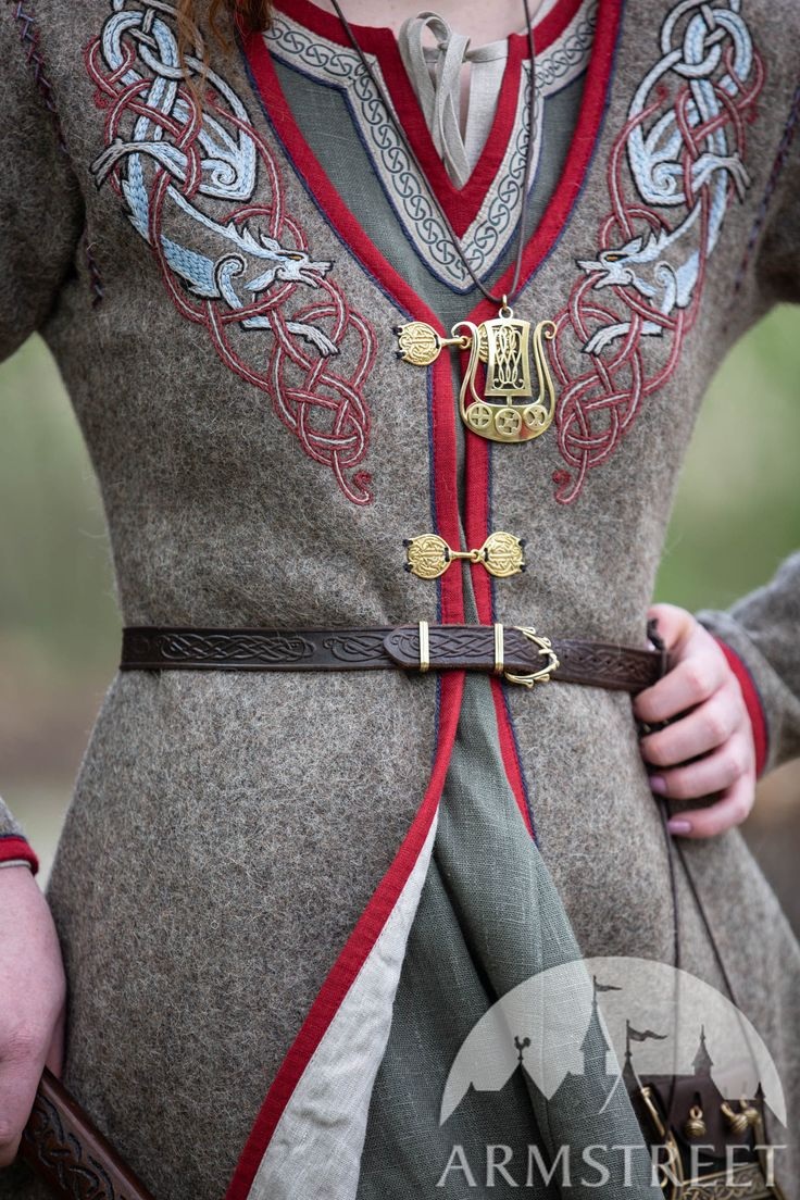 "Wool coat for women with wolf embroidery ""Kriemhild"""