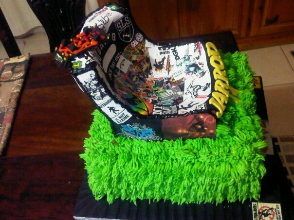 Skaterboy cake from the side
