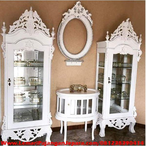 Harga Lemari Hias Kaca Ruang Tamu merupakan Lemari Hias dengan Model Ukiran Khas Jepara & kombinasi Kaca cermin yang mewah model lain Lemari Hias Minimalis