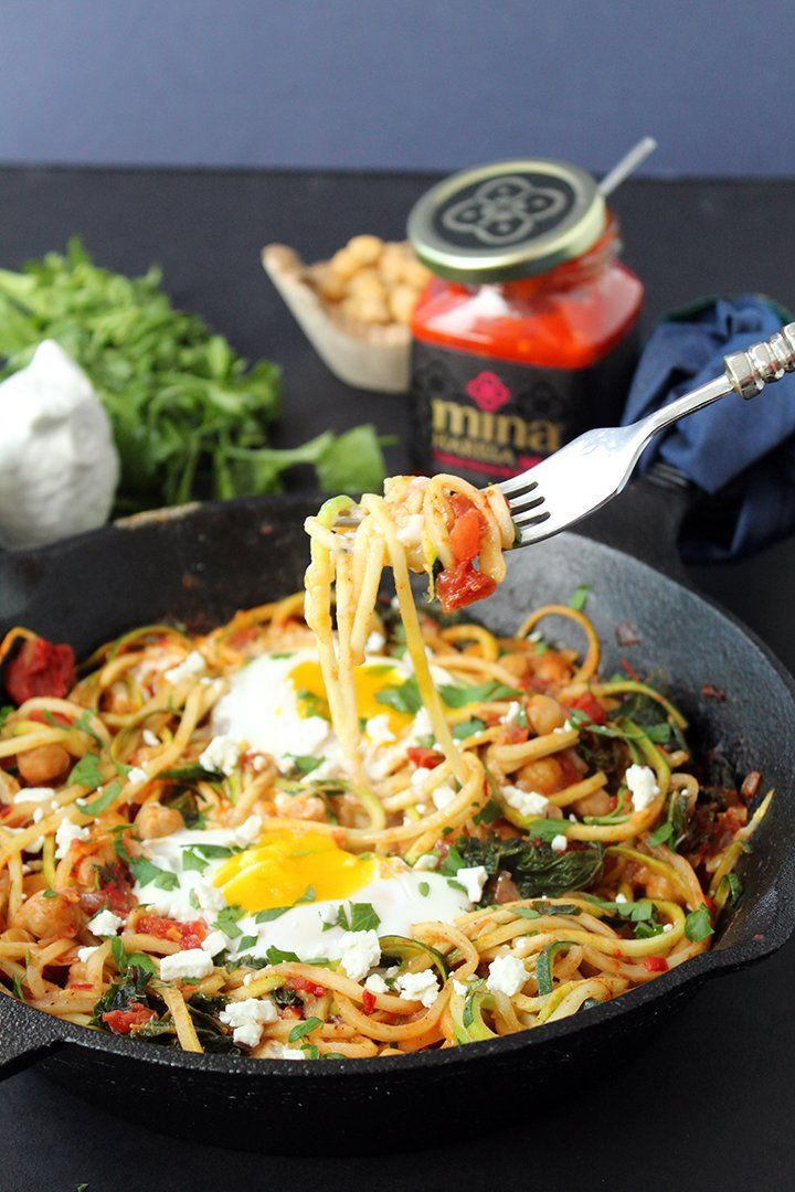 Harissa Zucchini Spaghetti Skillet with Kale, Chickpeas and Poached Eggs - Inspiralized Zucchini Spaghetti, Zucchini Noodles, Clean Eating, Healthy Eating, Veggie Delight, Spiralizer Recipes, Poached Eggs, Vegetable Dishes, Entrees