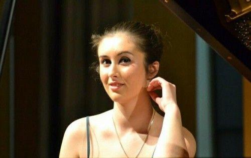 News: Sanziana Mircea: studenta anului in strainatate - categoria Arte LSRS 2014 | News & Oportunitati - ArtNetwork