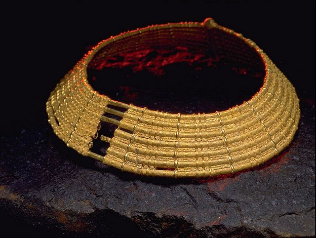 Sweden's most splendid proto-prehistoric object is a 1500 year-old gold collar from Ålleberg which was made so skillfully that today's goldsmiths do not know how it was made. Made of seven tubular rings, each divided into halves and joined together by a hinge. The spaces between the rings are filled with small miniature figures, humans and animals, almost invisible to the eye. Some have suggested that together they tell a story. Only 9 inches in diameter some question how it was worn.