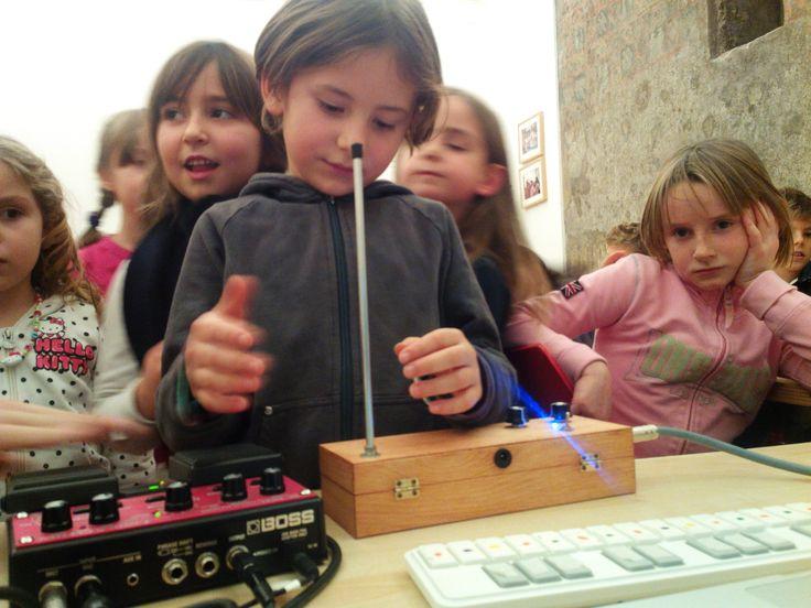 """""""Assonanza, dissonanza, componiamo"""" un divertente #laboratoriomusicale tra suoni e sperimentazioni.12 dicembre 2015. a Palazzo Ducale per #isabatiperlefamiglie www.palazzoducale.genova.it"""