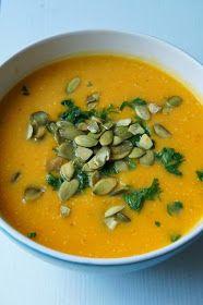 Delicious Titbits: Zupa krem z dyni z mleczkiem kokosowym i prażonymi pestkami dyni