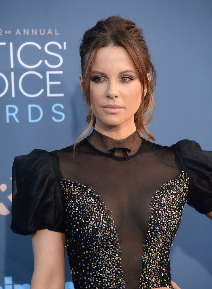 Kate Beckinsale In Reem Acra At 22nd Annual Critics Choice Awards
