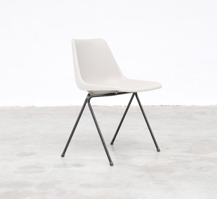 Vintage Design Point – Polyprop chair by Robin Day for Tecno/ Hille 1962
