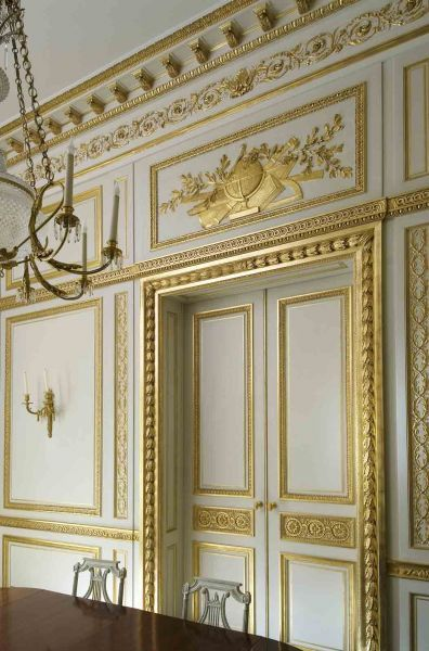 Last realisation - Wood paneling Paris France . Specializes in antique wood paneling as well as the reproduction of paneling
