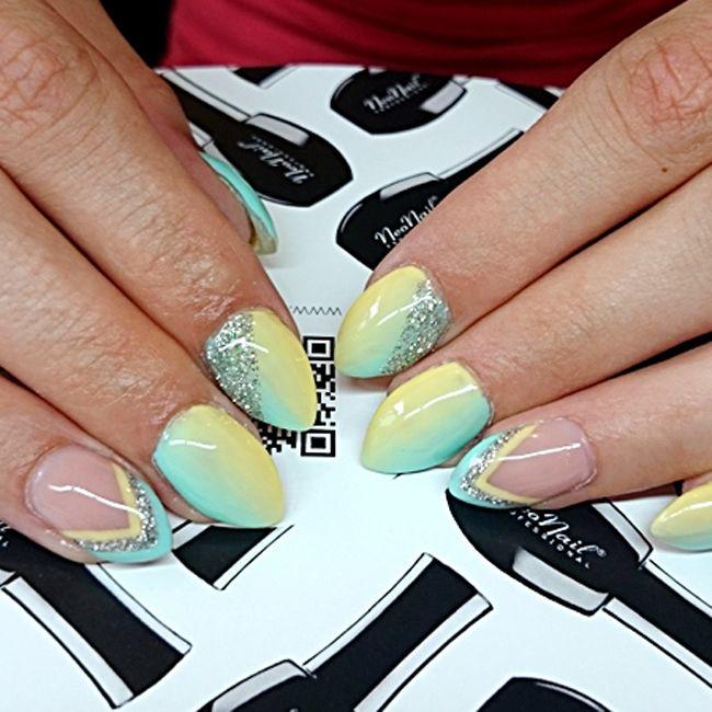 Produkty NeoNail użyte do stylizacji to: lakier hybrydowy Summer Mint, lakier hybrydowy Exotic Banana, brokat