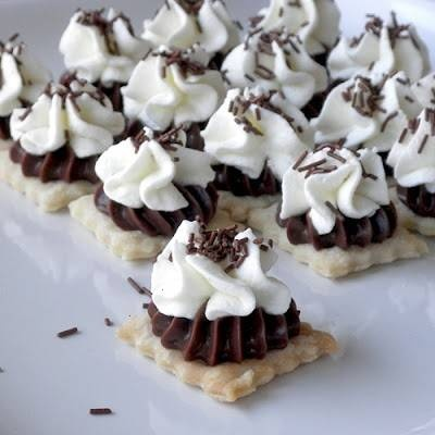 Bite size chocolate cream pieDesserts, Chocolates Pies, Bite Size, Bites Size, Food, Bites S Chocolates, Mini Pies, Chocolates Cream Pies, Size Chocolates