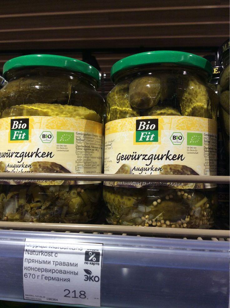 """Солёные огурцы с пряными травами, Германия. На упаковке немецкий знак """"Печать БИО"""". По данным на 30 ноября 2011 г., право на использование знака получили 3992 компании для 63633 продуктов. А также можно заметить знак европейский знак экомаркировки """"Евролист""""."""