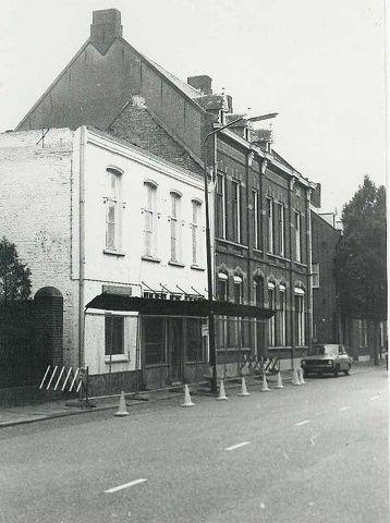 Tilburgseweg SLOPEN van café De Gouden Leeuw  en huis Van Enschot Peijnenburg.jpg