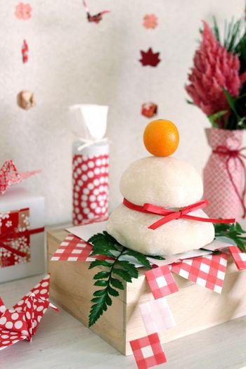1年の家族の幸せを願って飾る鏡餅を オシャレにアレンジ!  お正月飾りは一般的に26日頃から飾りはじめます。  ですが、「八」が末広がりで縁起が良いため 28日が最適とされることも多いようです。