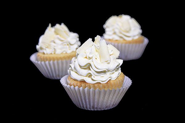 White Chocolate Raspberry Cupcakes: Cakes Cupcake, Chocolates Raspberries Cupcake, White Chocolates Cupcake, Baking, Chocolate Raspberry Cupcakes, Grace Sweet, White Chocolates Raspberries, Chocolate Cupcake Recipes, Sweet Life