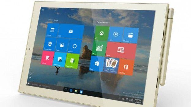 Toshiba si prepara ad assaltare il trono degli ibridi della Microsoft (con Surface Pro 4) con la presentazione del suo Toshiba dynaPad, il tablet (con tastiera) che reinventa l'uso di carta e penna!