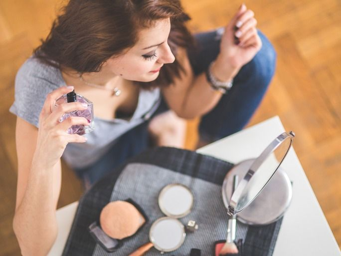 Makeup is supposed to be fun, yet sometimes it can just be annoying — especially when we all have that friend who somehow shows up with flawless makeup every single time. The good news is there are definitely ways to put on makeup like a pro. Remember when you see someone with an utterly flawless