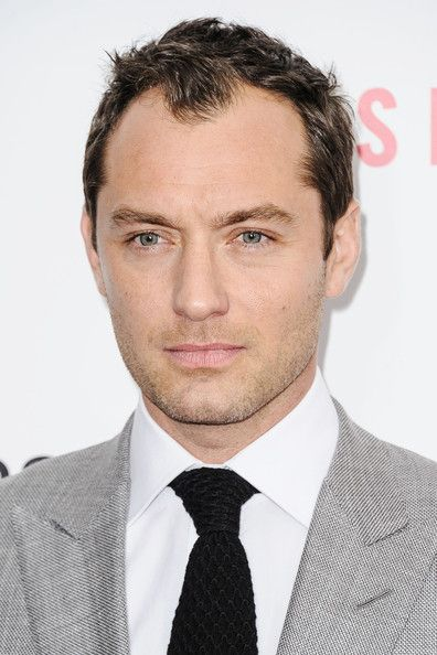 Jude Law Photos - Jude Law at the New York City premiere of 'Side Effects' held at AMC Loews Lincoln Square. - Jude Law Photos - 1053 of 4381