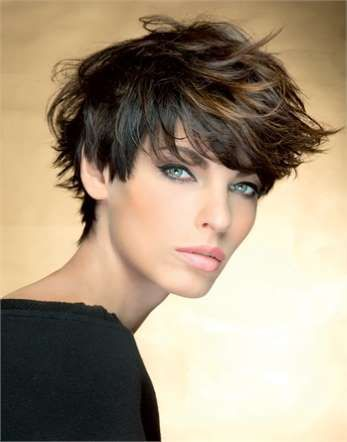 Accessorio di bellezza, i capelli sono sempre più al centro dell'attenzione, conquistando la scena e... - Fornito da Vanity Fair IT
