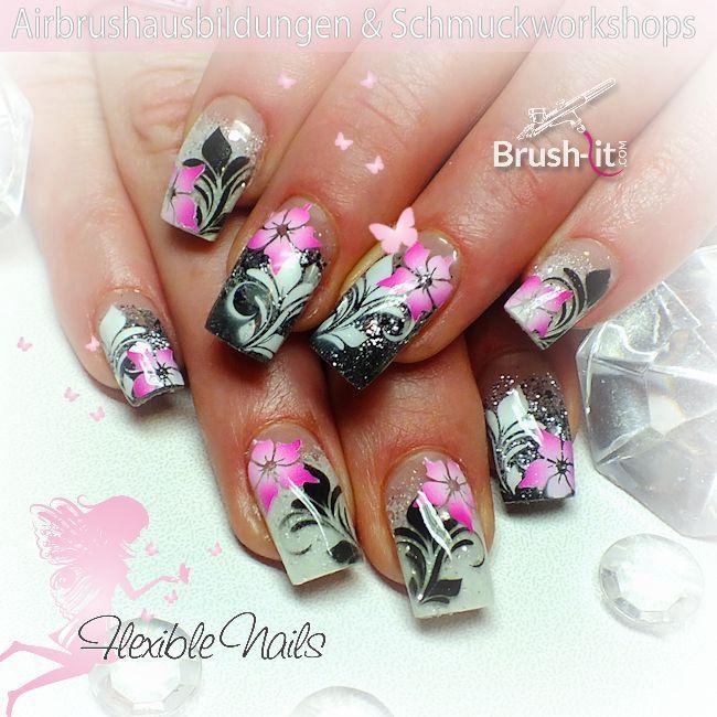 #nailart #nails #flowers #airbrush #black #white #sparkle