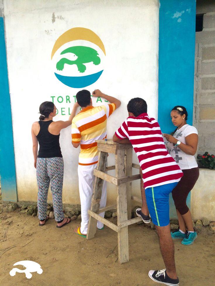 Pintando el Logo de Tortugas de Sinu. Octubre 12 de 2015 #EMPIEZAPORALGO #RACINGEXTINCTION