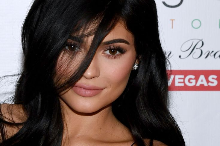 Snap stock falls as Kylie tweets, but banker ratings are in the mix too    At this point, if you haven't accepted the celebrity influence of the Kardashian/Jenner machine, you probably haven't been paying attention to pop culture at large. Snap is definitely paying attention. Yesterday, Kylie Jenner tweeted a pretty brutal takedown of Snapchat with the nonchalance that only a celebrity who has mastered social media better than most can do…