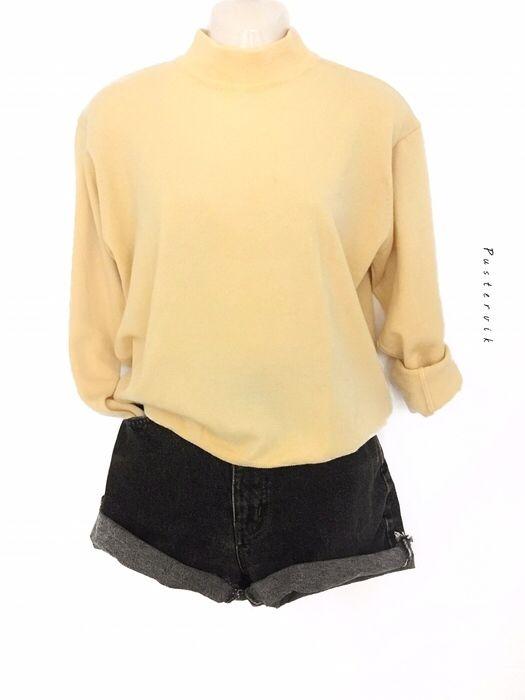 Mein Vintage 100% reine Schurwolle Turtleneck Blass Gelb Oversize Pulli Pullover  von true vintage! Größe 38 / S/M / 10 für 31,00 €. Sieh´s dir an: http://www.kleiderkreisel.de/damenmode/rollkragenpullover/145191375-vintage-100-reine-schurwolle-turtleneck-blass-gelb-oversize-pulli-pullover.