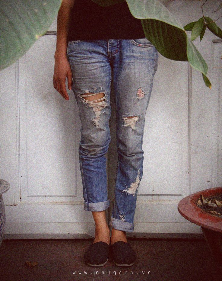 Làm cho quần jean…rách.